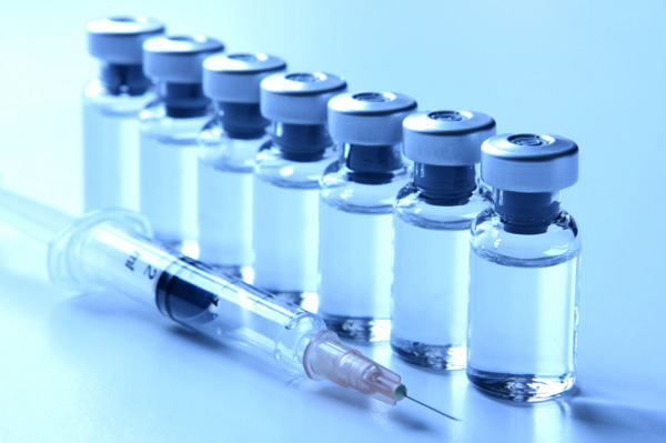 vaccine-bottle-syringe